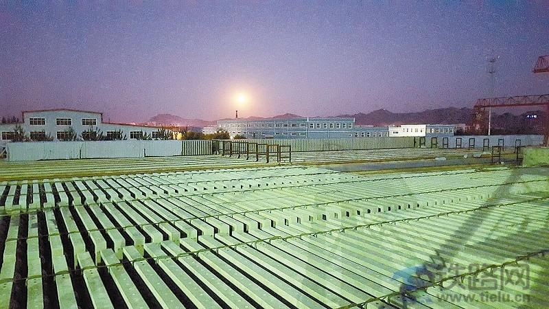 编者按 高铁无砟轨道板生产过程如何操控、质量技术如何把