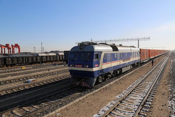 这个站准轨助理值班员立岗监视列车出发.JPG