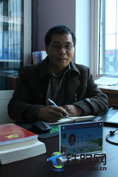 王正团书记在办公室--李硕摄.JPG