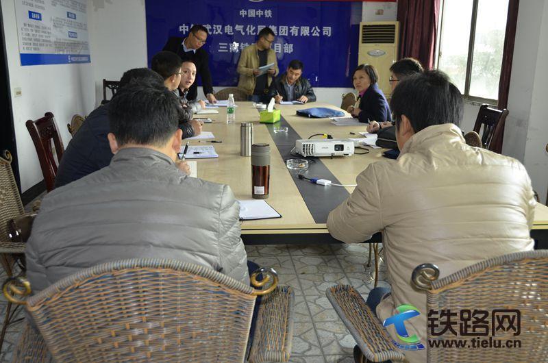 中铁武汉电气化局办公室负责人与项目部经验交流.jpg