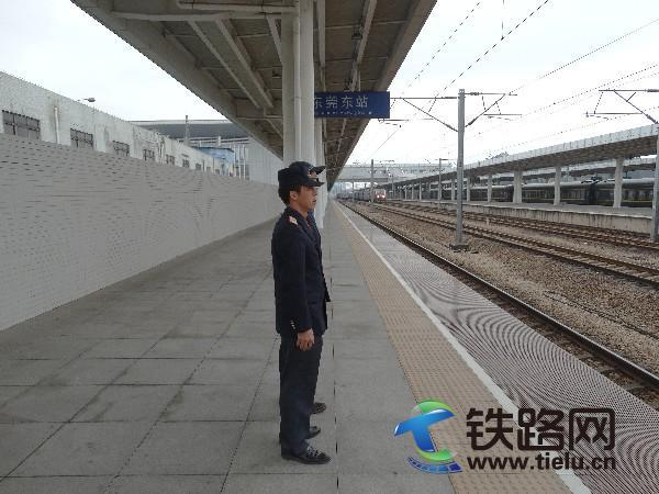 站接列车.JPG