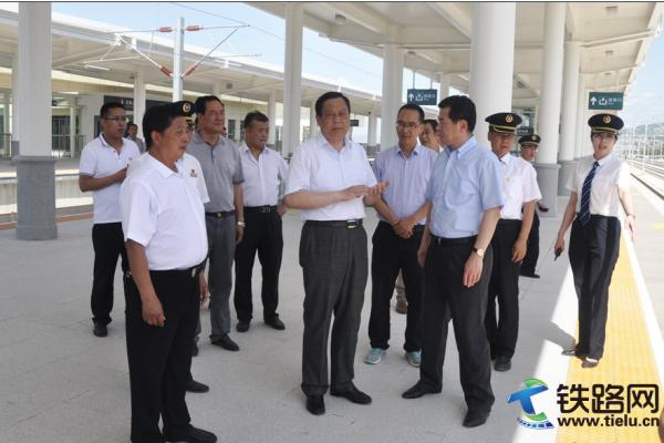兰州铁路局局长王峰调研宝兰客专天水南站 建设进展情况