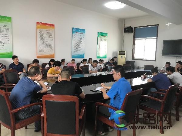 中铁电气工业有限公司保定铁道变压器分公司组织开展合同法培训1.JPG