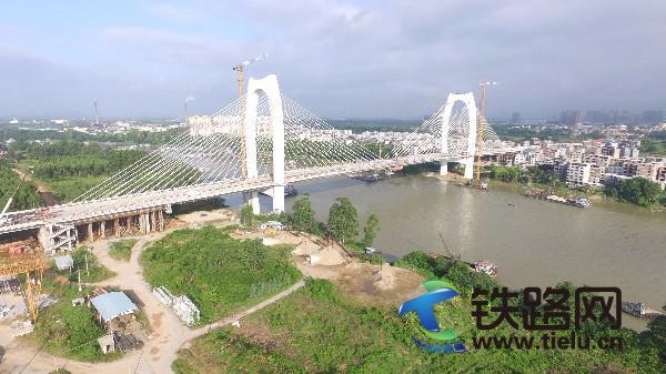 图为合拢后的贵港青云大桥。.JPG