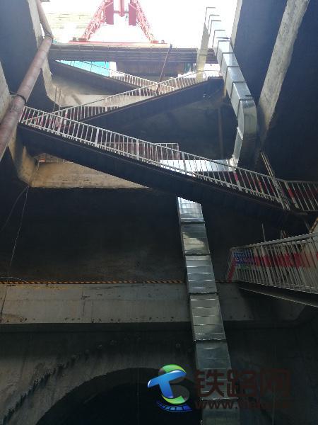 哈尔滨地铁博-工区间右线暗挖隧道通风设施安装完成.jpg