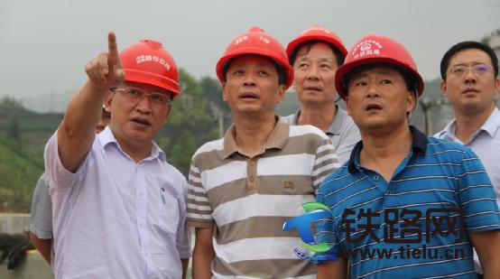 何华武院士(左)、张国力总经理交流.jpg