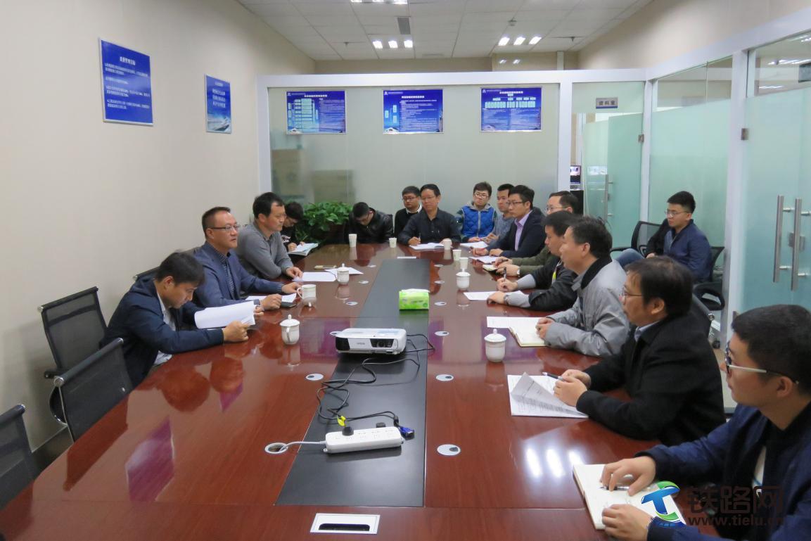 中铁六院集团各单位组织收听收看党的十九大开幕会.jpg