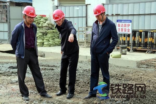 11月8日总经理在西南交大站站施工现场部署工作.jpg