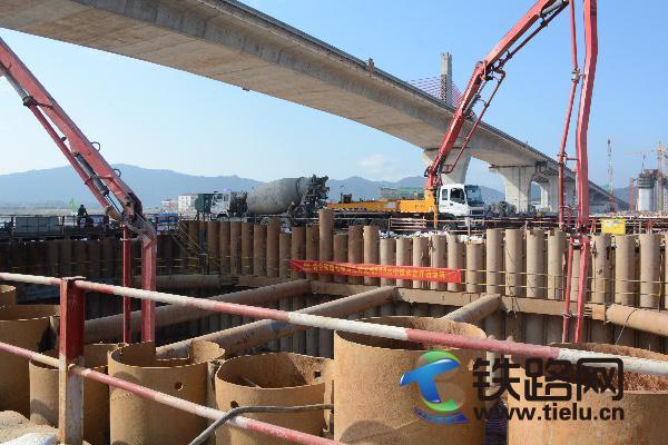 图:灵江特大桥64#墩承台浇筑.JPG