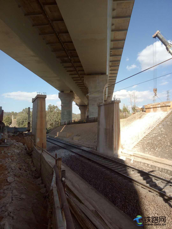 公路桥拆除后.jpg