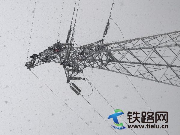 110KV高压线风雪中导接.jpg