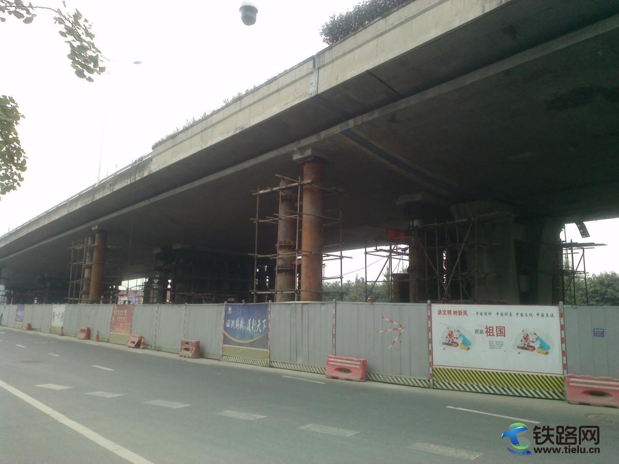 施工中的成彭高速金丰高架桥.jpg