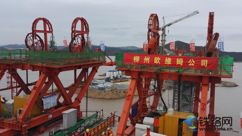 柳州欧维姆165T级桥面吊机.jpg