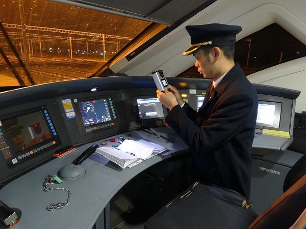 图8  5点30分,与地勤司机办理交接后,定置摆放行安设备。.JPG