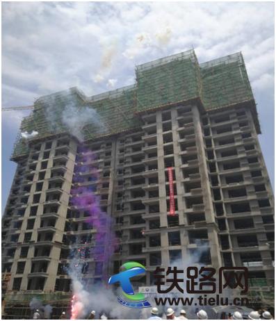 中铁七局郑州公司濮阳棚改项目三栋楼顺利封顶.png