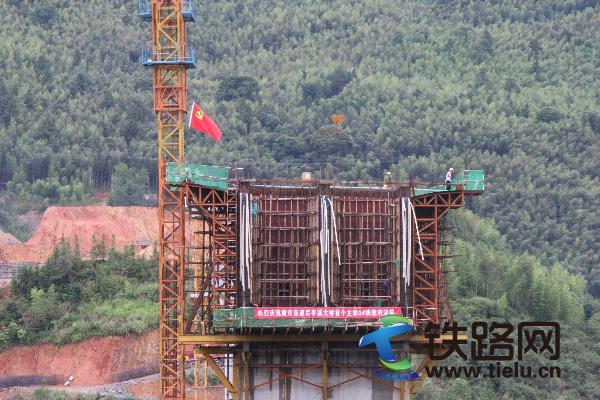 后亭溪大桥150米主跨首个主墩0#块顺利浇筑完成.JPG