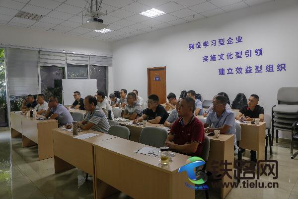 中铁武汉电气化局成都分公司开展培训推进作业队班组建设。林睿 摄.jpg