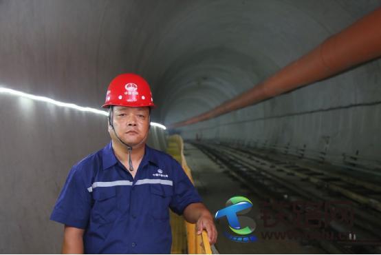 用盾构机开辟人生之路 ――记中国工会十七大代表赵刚刚
