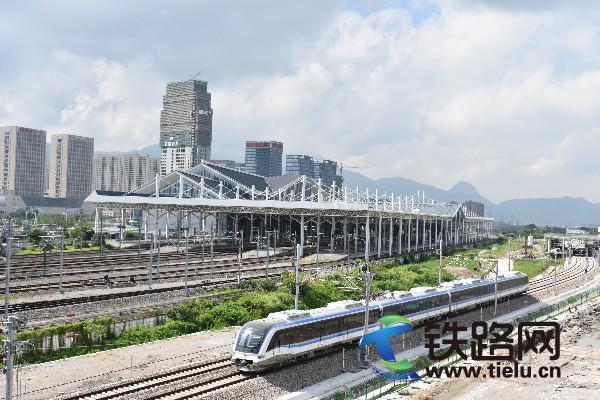 全国首条制式创新轨道交通温州市域铁路S1线正式开通试运营