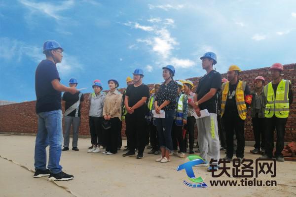 20190708.公司甘石油五星坪居住小区二标段项目部举行入场安全培训 拷贝.jpg
