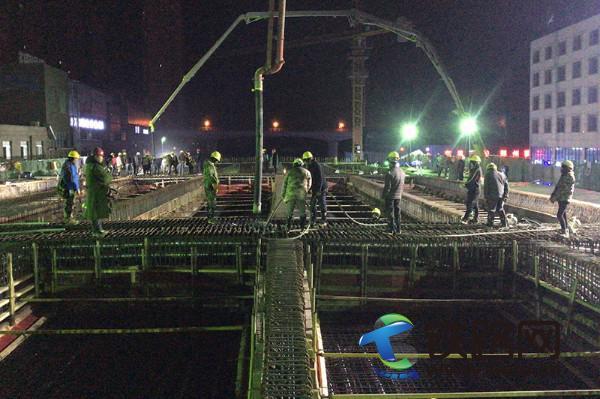 中铁七局五公司国道310项目首联现浇梁混凝土浇筑顺利完成.jpg