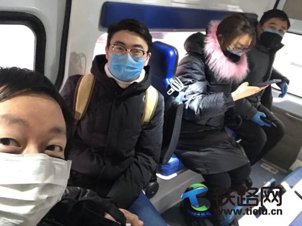 """图1:牡佳项目返岗小分队在哈尔滨火车东站顺利""""会师"""".jpg"""