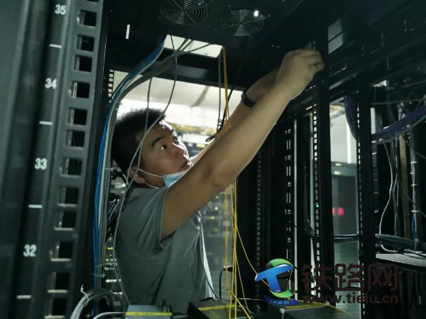 自动化数据室技术人员优化电子进程单系统链路.jpg