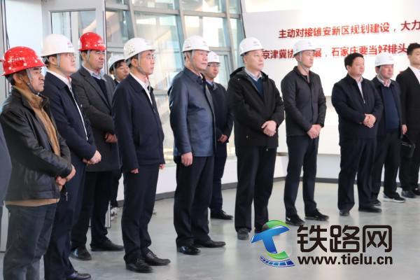 中铁建南方投资有限公司执行董事马南飞(左五)到高邑特色小镇项目调研.JPG