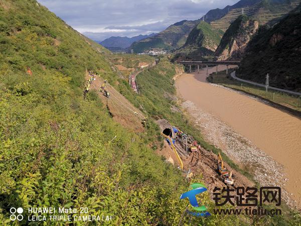 隴海鐵路新建河站到元龍站段坍塌順利搶通