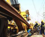 西安铁路局工务机械段利用春运后首场集中修时机集中整治病害线路