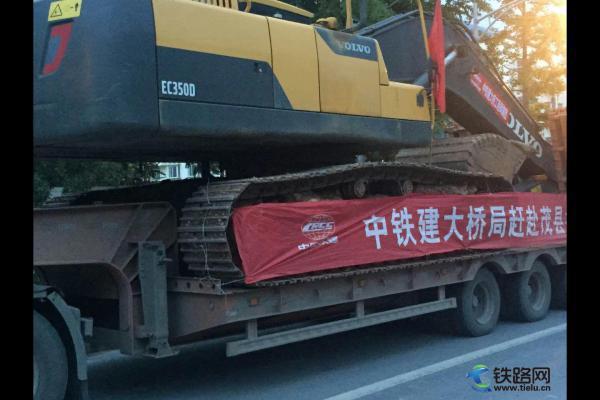 中国铁建大桥局五公司赶赴茂县叠溪镇抢险救