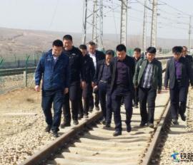 中铁电化运管公司呼和公司包头运营维管段与伊泰呼准铁路有限公司洽谈货运专业相关事宜
