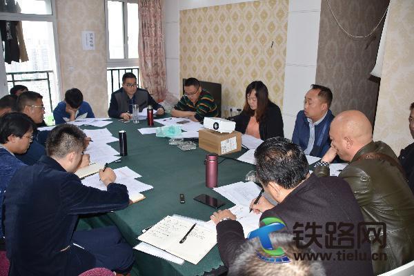 中铁武汉电气化局重庆地铁项目部召开四月施
