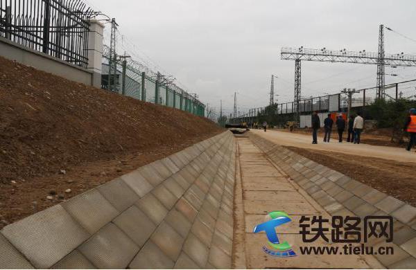 中国铁路青藏集团有限公司副总经理江泽海一