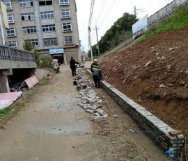 修成挡泥墙 护路又利民