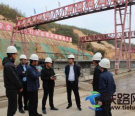 中铁二十一局三公司副总经理吕剑到延黄高速项目部进行主题教育调研
