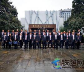 中铁七局电务公司党委组织党员干部到焦裕禄纪念馆集中学习研讨